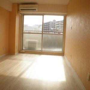 After:「事務所⇒住居/室内洗置」ダイノックシートで建具もリニューアル!